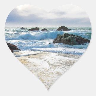 Sol poniente y creciente oleada pegatina en forma de corazón