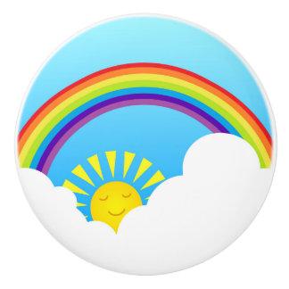 Sol y nubes del arco iris pomo de cerámica