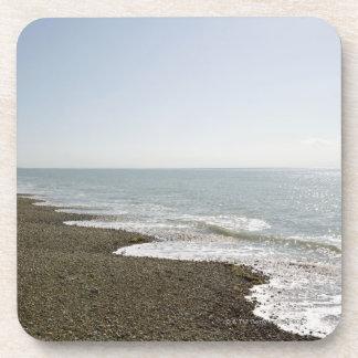 Sol y playa posavasos de bebida