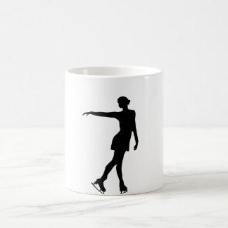Sola figura negro y blanco del patinador taza mágica
