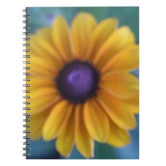 Sola flor amarilla cuaderno