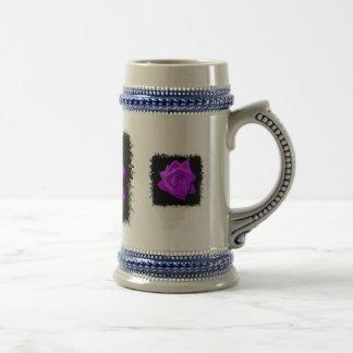 Sola lila púrpura subió contra el negro hecho punt jarra de cerveza