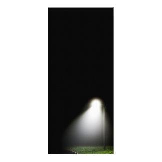 Sola luz de calle en la noche - tarjeta tarjeta publicitaria personalizada