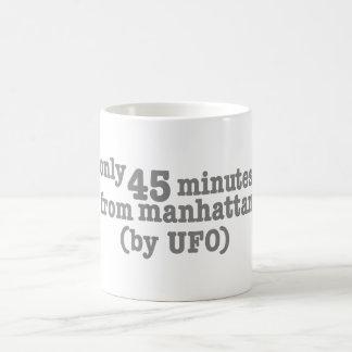 Solamente 45 minutos de Manhattan Taza