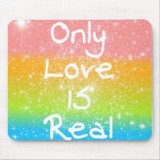 Solamente el amor es real alfombrillas de raton