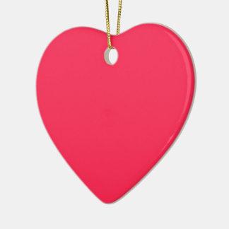 Solamente fondo bonito rosado fucsia del color adorno navideño de cerámica en forma de corazón
