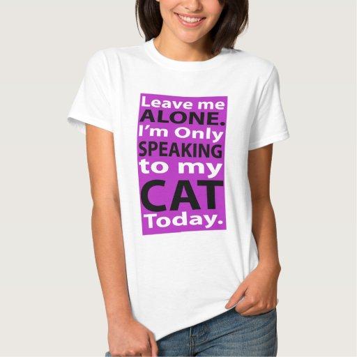 Solamente hablando a mi gato hoy camisetas