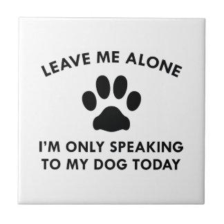 Solamente hablando a mi perro azulejo cuadrado pequeño