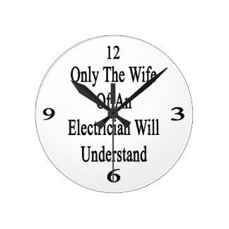 Solamente la esposa de un electricista entenderá reloj redondo mediano