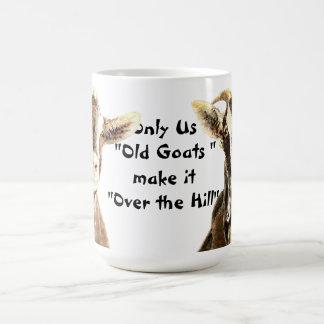 Solamente las cabras viejas lo hacemos sobre el taza básica blanca