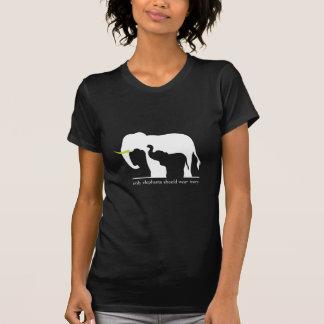 Solamente los elefantes deben llevar la marfil camisetas