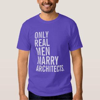 Solamente los hombres reales casan a arquitectos camisas