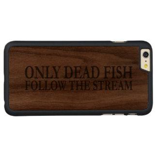 Solamente los pescados muertos siguen la corriente