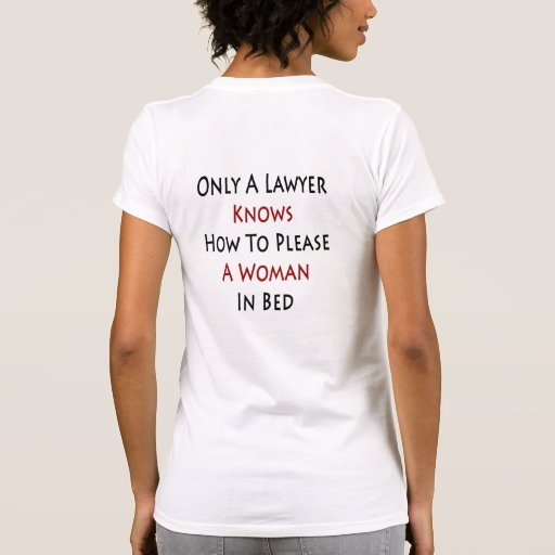 Solamente un abogado sabe satisfacer a una mujer e camiseta