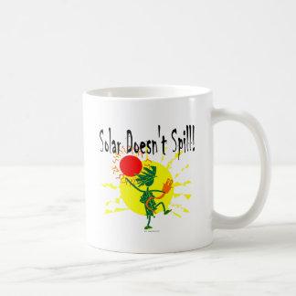 Solar no derrama la camiseta y más taza de café