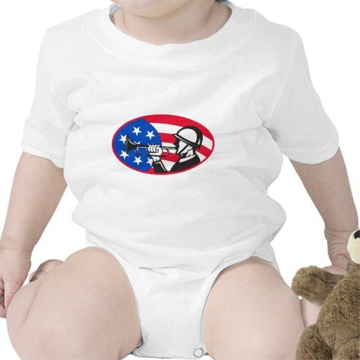 Soldado americano con el bugle y barras y trajes de bebé