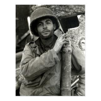 Soldado americano de WWII en el bosque de Hurtgen Postales