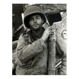 Soldado americano de WWII en el bosque de Hurtgen Tarjetas Postales