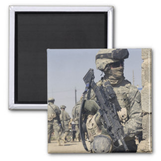 Soldado armado con un MK-48 Imán Cuadrado