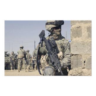Soldado armado con un MK-48 Fotografía