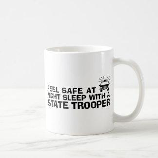 Soldado de caballería estatal divertido taza básica blanca