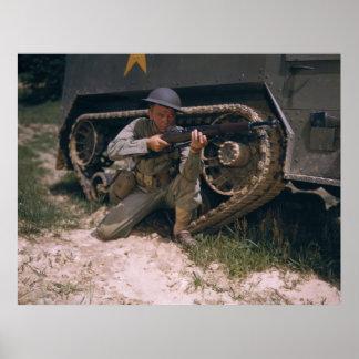 Soldado de la Segunda Guerra Mundial que se arrodi Póster