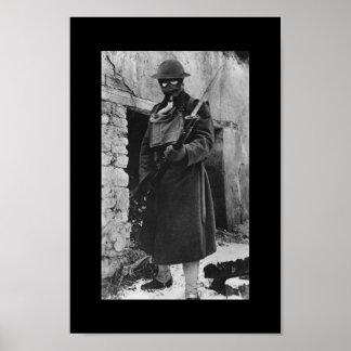 Soldado de WWI en careta antigás Póster