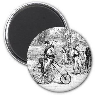 Soldado en la bicicleta del comino del penique imán de nevera