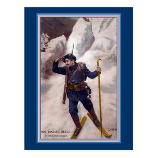 Soldado francés en los esquís en las montañas - postales