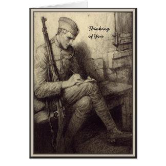 Soldado que escribe a una letra el pensamiento tarjeta de felicitación