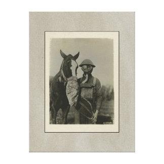 Soldado WW1 y caballo con las caretas antigás Impresion De Lienzo