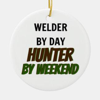 Soldador del cazador del día por fin de semana adorno de navidad