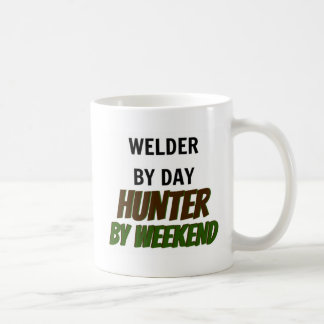 Soldador del cazador del día por fin de semana taza de café