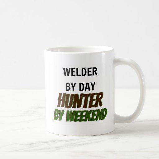 Soldador del cazador del día por fin de semana taza