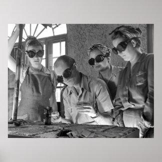 Soldadores de las mujeres en WWII, los años 40 Póster