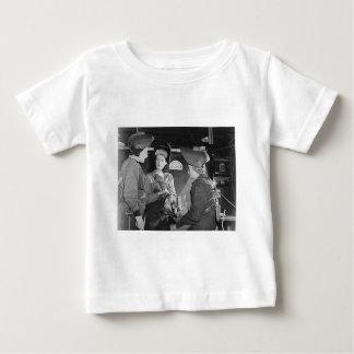 Soldadores de las mujeres tee shirt