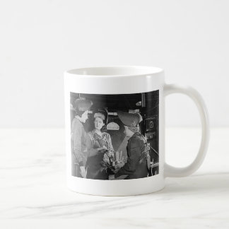 Soldadores de las mujeres taza de café