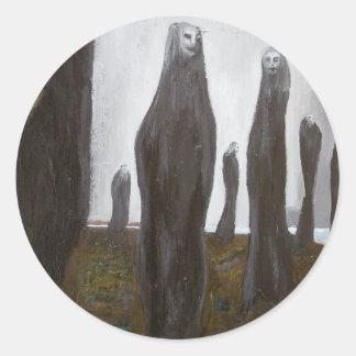 Soldados altos surrealismo blanco y negro pegatina redonda