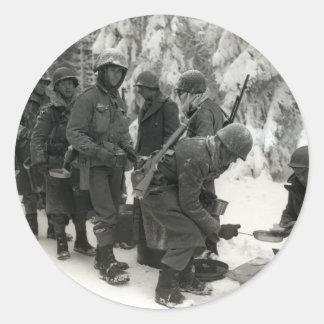 Soldados americanos de WWII en Bélgica Etiquetas Redondas