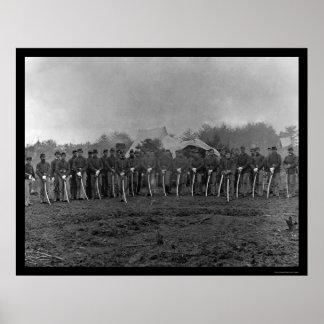 Soldados de caballería con los sables en la estaci posters