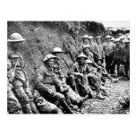 Soldados de la Primera Guerra Mundial en los fosos Postal