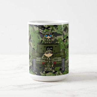 Soldados del ejército británico y taza de café del