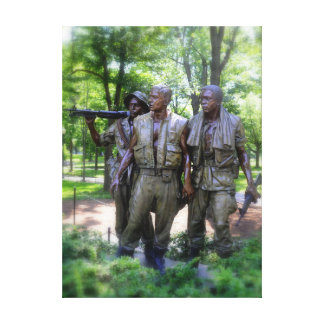 Soldados del monumento de los veteranos de Vietnam Lona Envuelta Para Galerias
