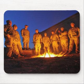 Soldados en Afganistán Alfombrillas De Ratón