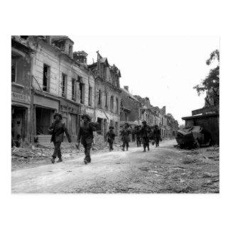 Soldados en Caen Postal