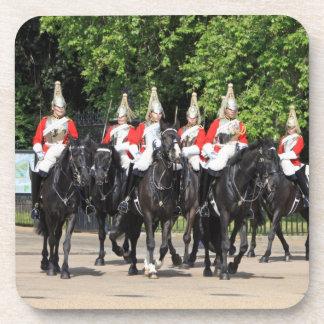 Soldados montados caballería del hogar en la foto  posavasos de bebida