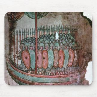 Soldados normandos que cruzan el canal inglés alfombrillas de ratón