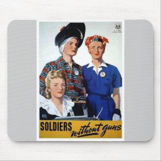 Soldados sin el poster del vintage de los armas alfombrillas de ratones