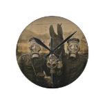 Soldados y burro en caretas antigás relojes