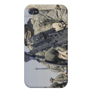Soldier armed with a MK-48 iPhone 4/4S Cover